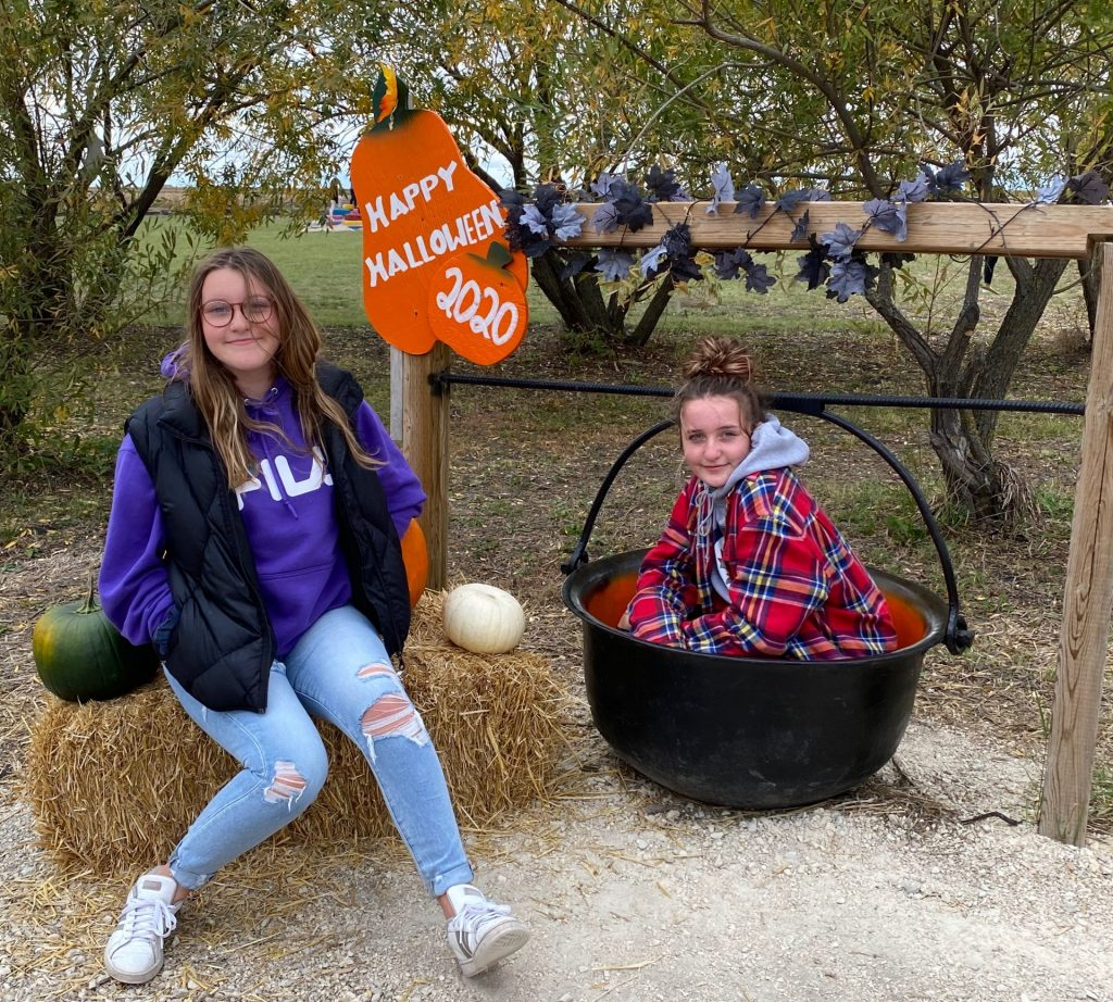 Girls at Schwabe Pumpkins